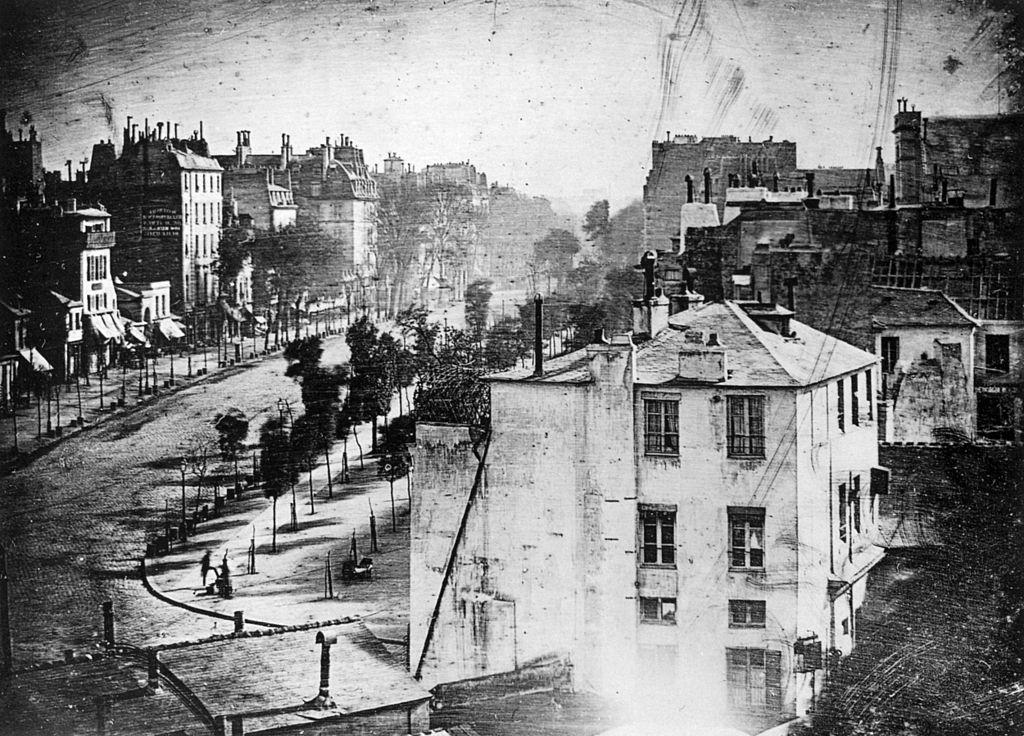 Daguerreotypie von Louis Daguerre, aufgenommen vom Fenster seines Arbeitszimmers aus, 1838