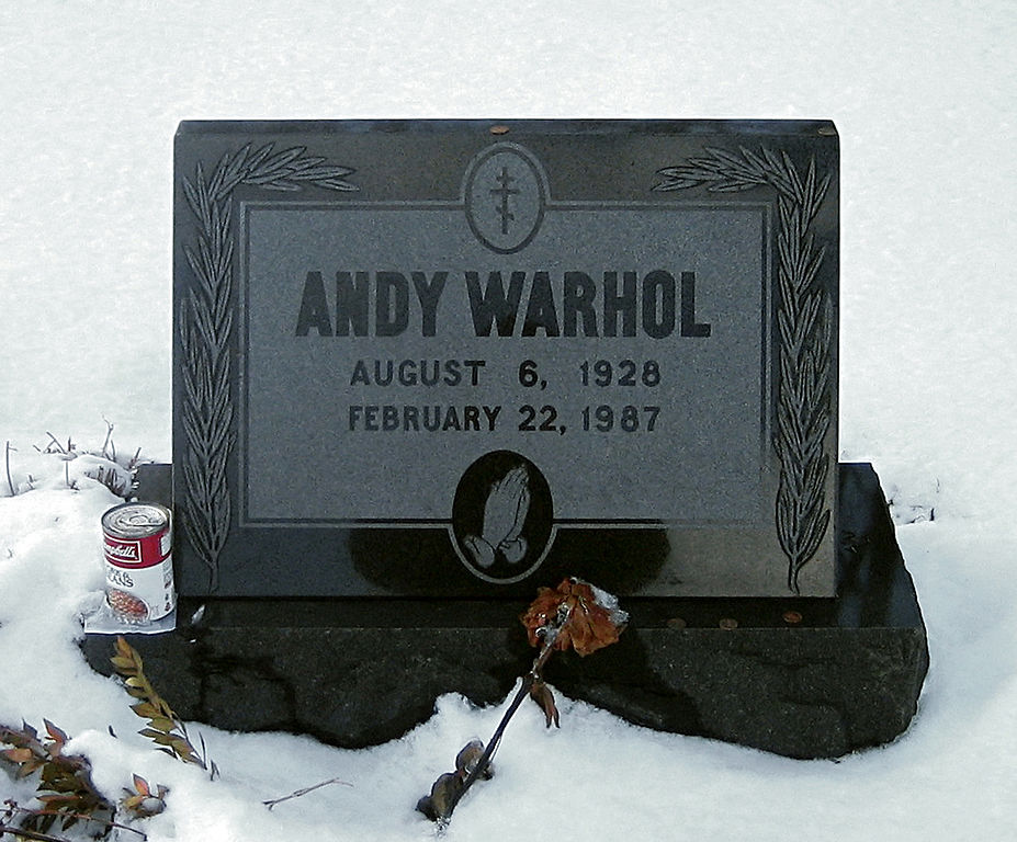 927px-Warhol_grave-RZ