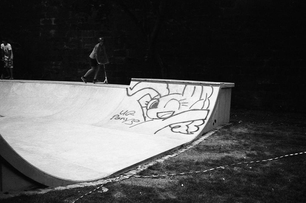 Pinkie Pie im Skatepark