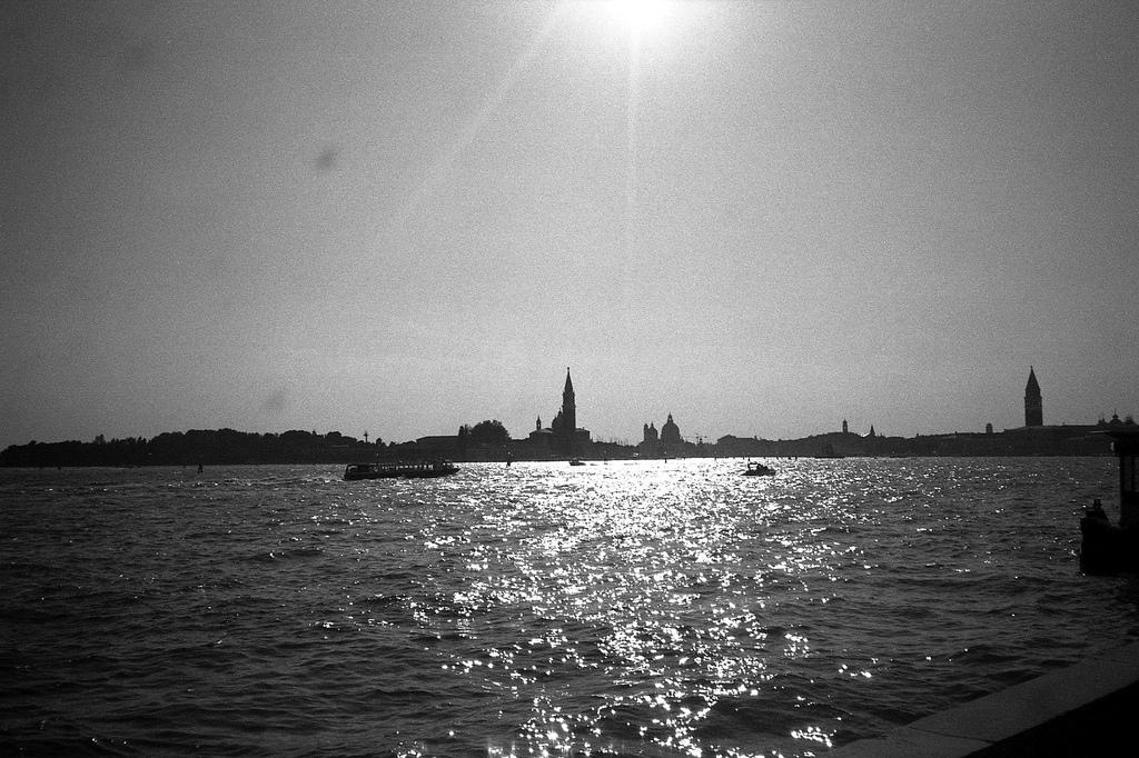Sonne über dem Wasser