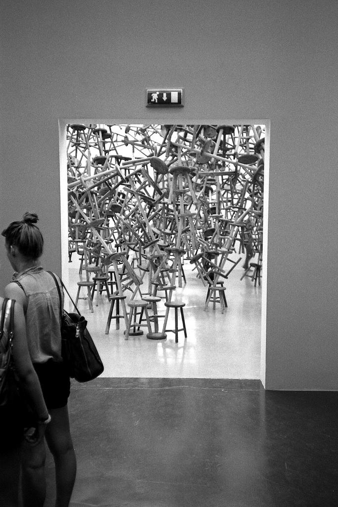 Ai Weiwei und seine Hocker