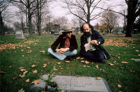 Bob-Dylan-and-Allen-Ginsberg-at-Jack-Kerouacs-Grave-e1345094580496